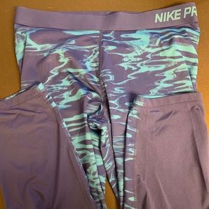 Nike Pro Capri workout leggings